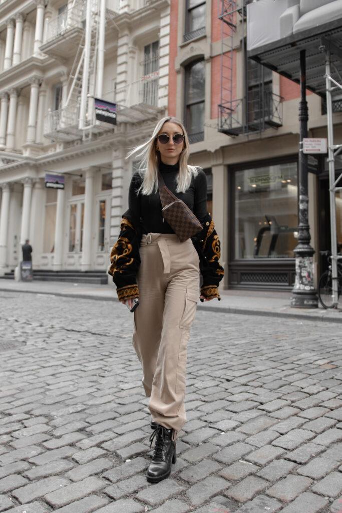 Calça folgada feminina modelo cargo