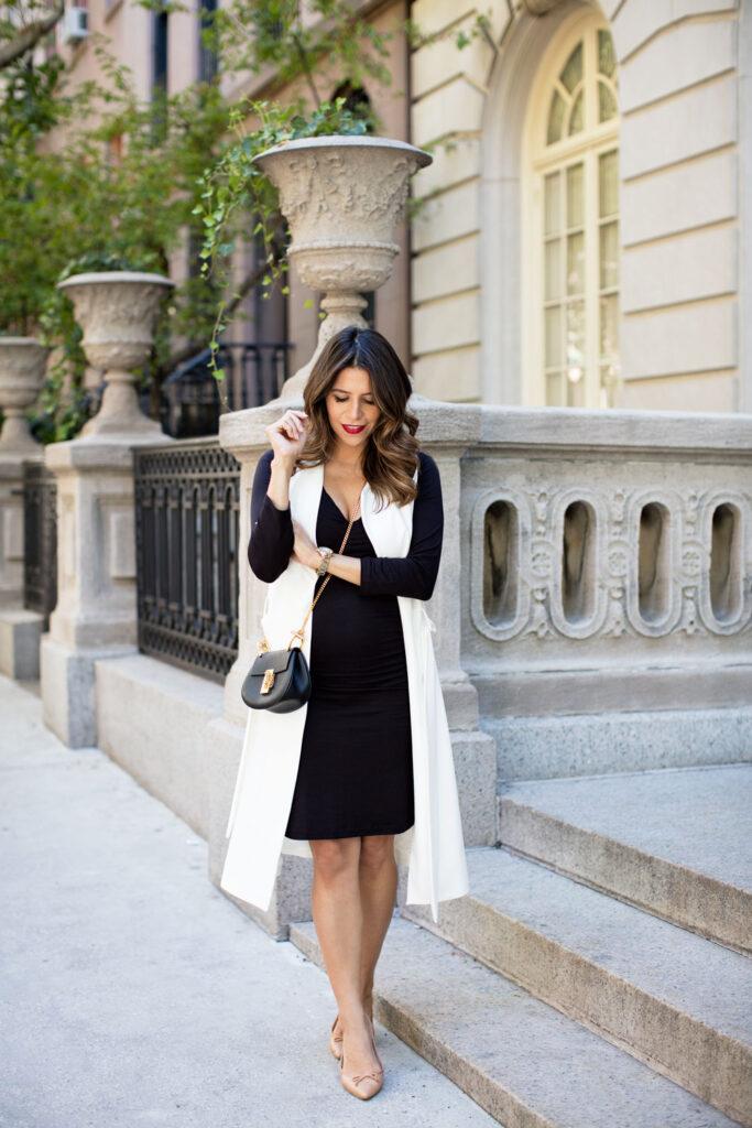 Look maxi colete branco com vestido
