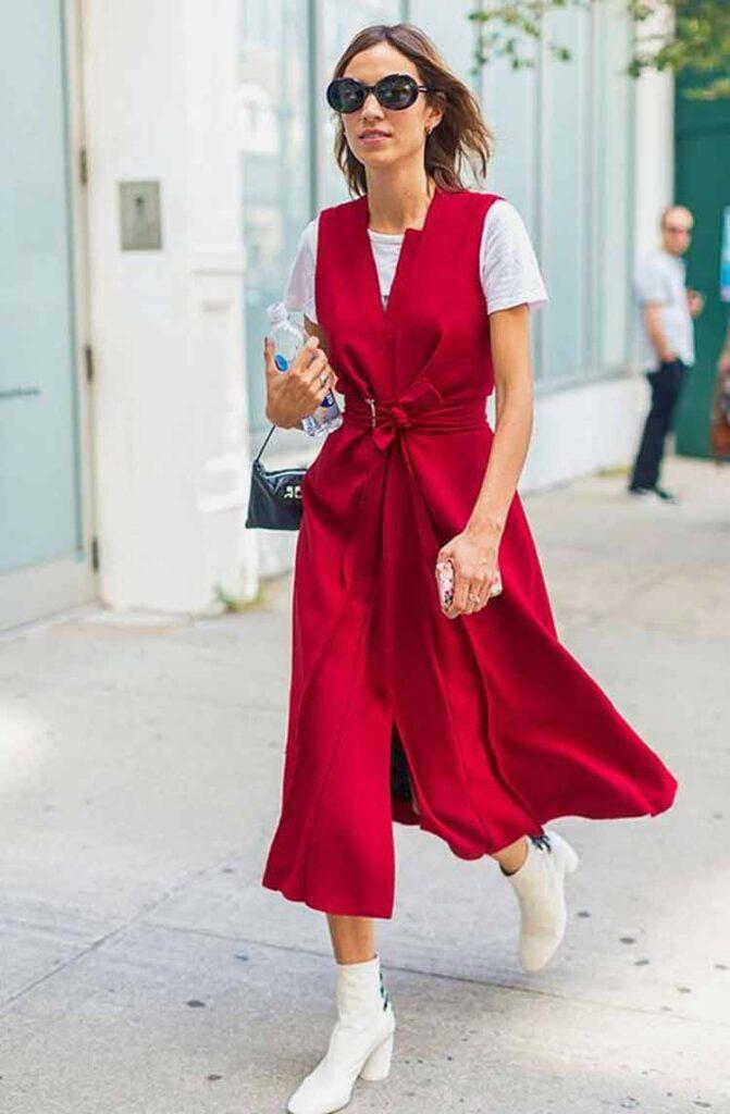 Look fashionista com colete vermelho