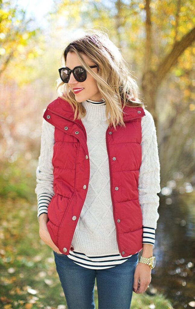 Look esportivo com colete vermelho
