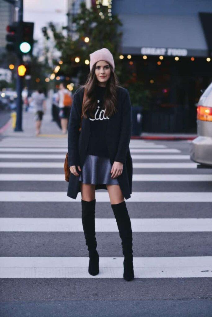 Look inspiração com bota feminina preta