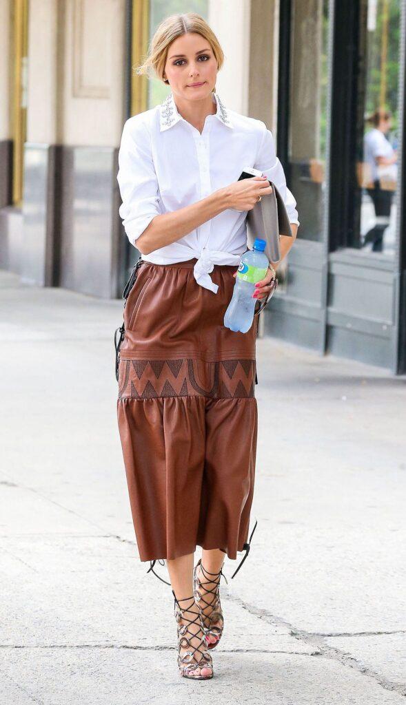 Look inspiração com a sandália de tiras finas.