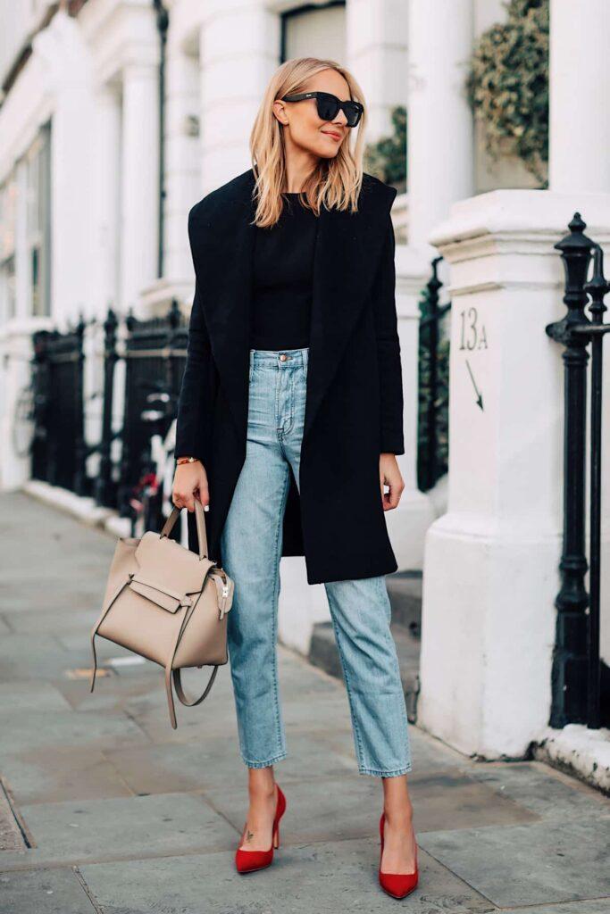 Look inspiração com a calça jeans azul claro feminina.