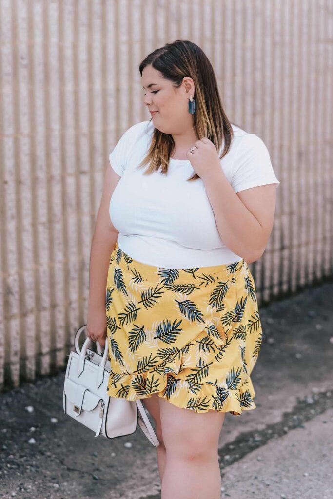 Look inspiração com saia envelope plus size.