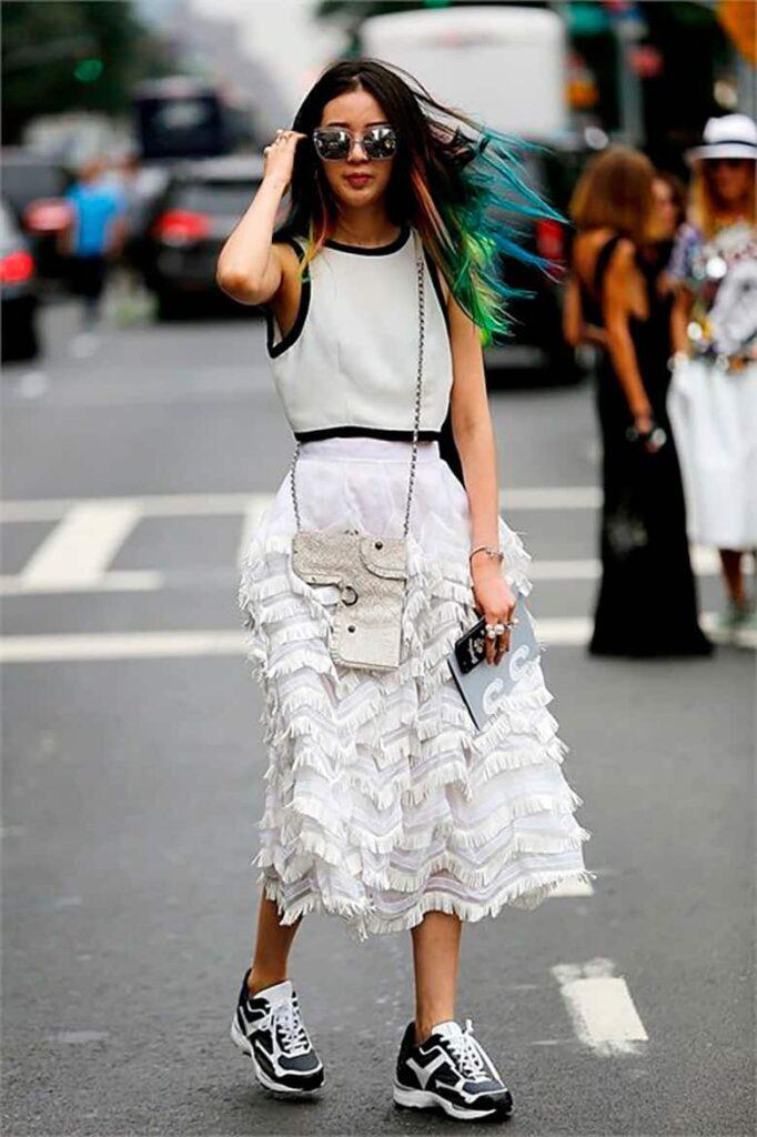 Look inspiração com tênis branco com preto.