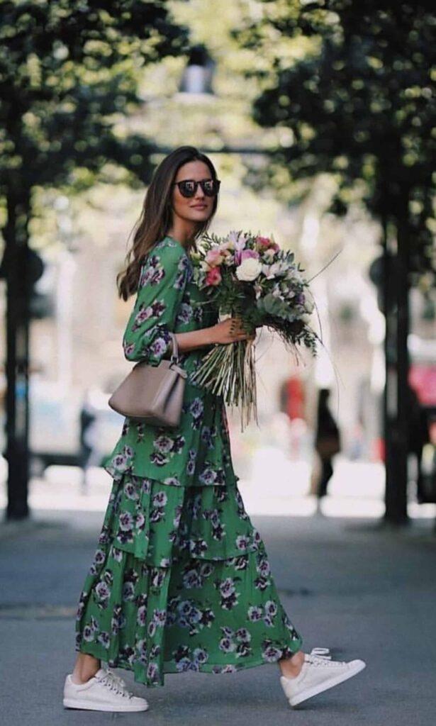 Look inspiração com vestido estampa floral.