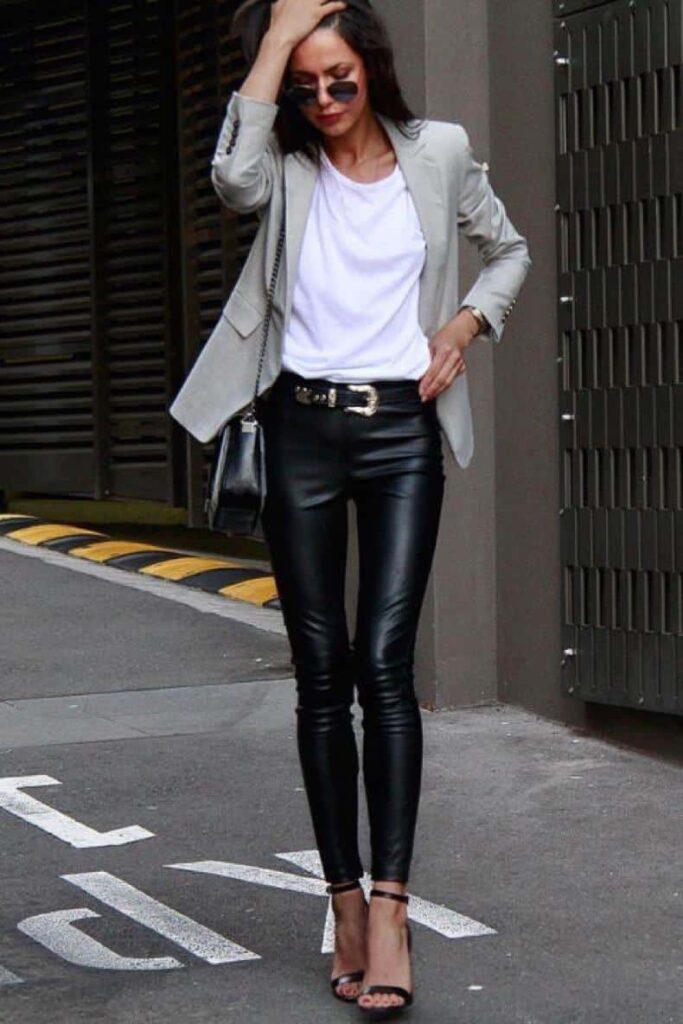 Look inspiração com a calça resinada.