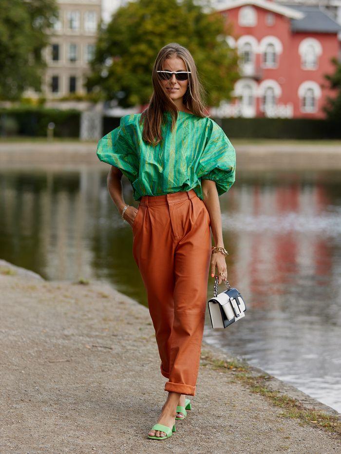 Look inspiração com a sandália verde.